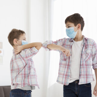 Trebaju li bebe i djeca nositi maske za lice?