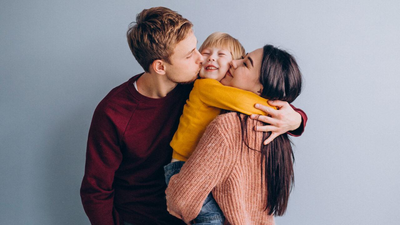 https://www.bebe.hr/system/wp-content/uploads/2020/08/Bebehr_vizuali_1920x1280_kolovoz_kako-biti-dobar-roditelj_1-1280x720.jpg